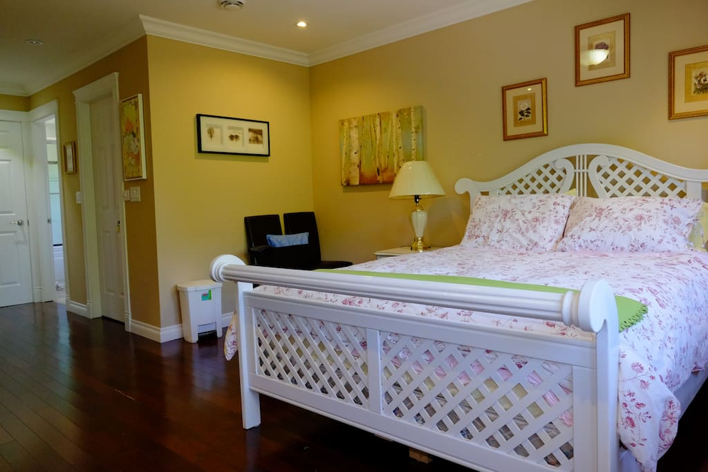 Large room with Queen bed &Rollaway single  bed for 3rd Guest upon request.