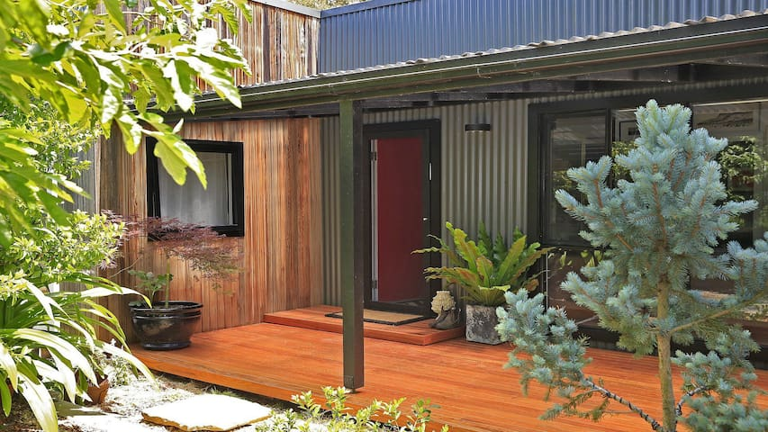 Lovett - quirky, stylish with a bush backdrop