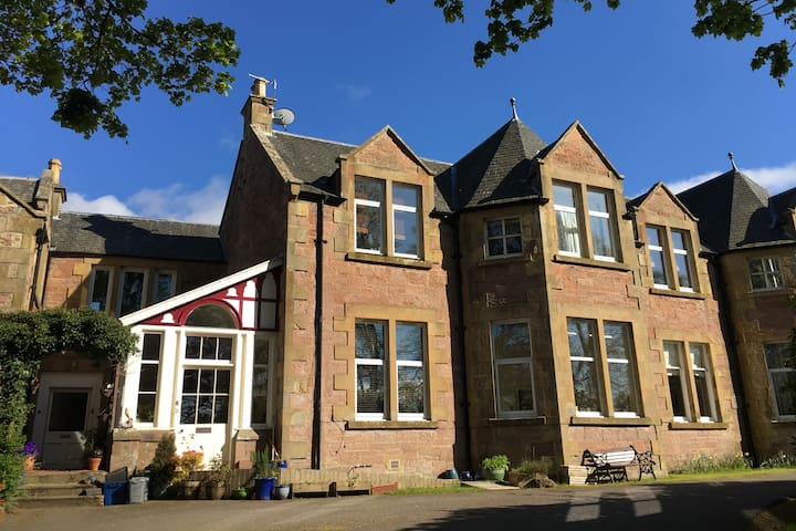 Inverness - unique apartment in listed building