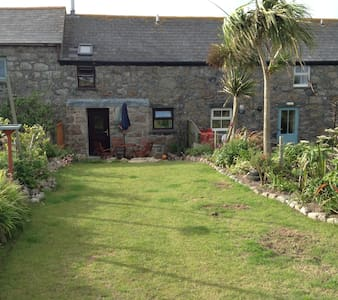 A cosy little cottage close to the beach. - Sennen - Casa