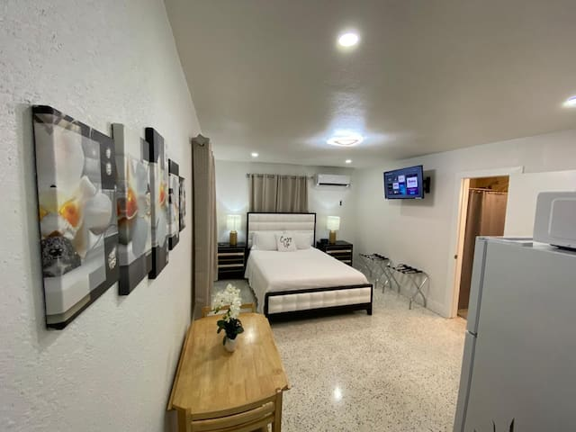 Stylish Studio Apartment by Miami Airport