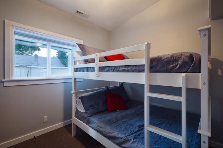 Bedroom 2 (Full over Full Bunkbeds)