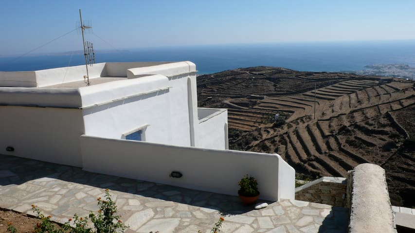 Typical charming Cyclades house  - Triantaros - Hus