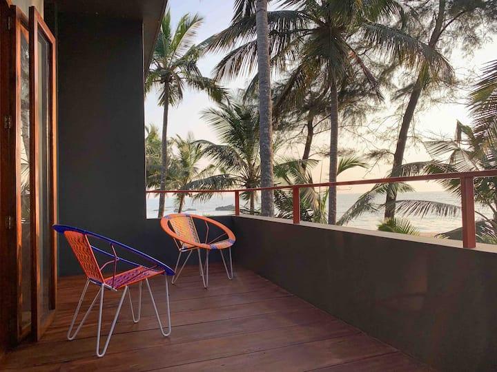 Arus Beach Home - Cosy Beach Facing Double Room
