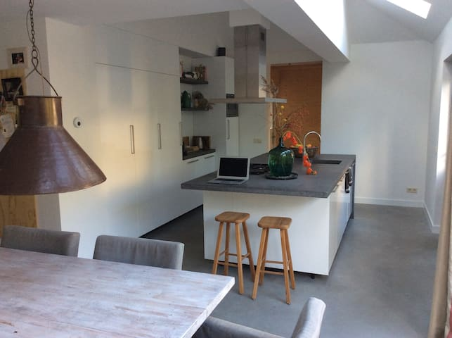 Modern family house 30 minutes from Amsterdam. - Laren - Haus