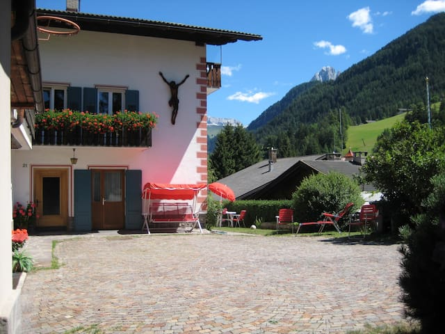 Garden Apartment for 2-4 persons - Ortisei - House