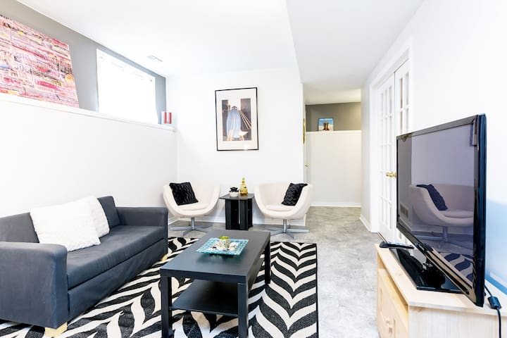 Cozy, Bright, Sunny Apartment