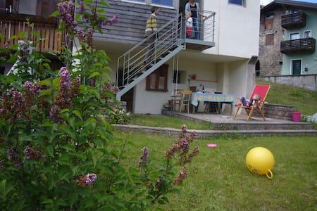 Casa storica in porfido con giardino - Baselga di Piné
