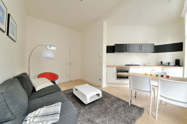 Flat centre of Brussels - rue des Capucins (39-2D)
