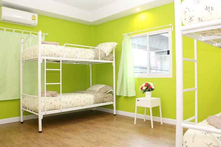 Shared room 2 bulk bed. with WiFi and Air conditioner