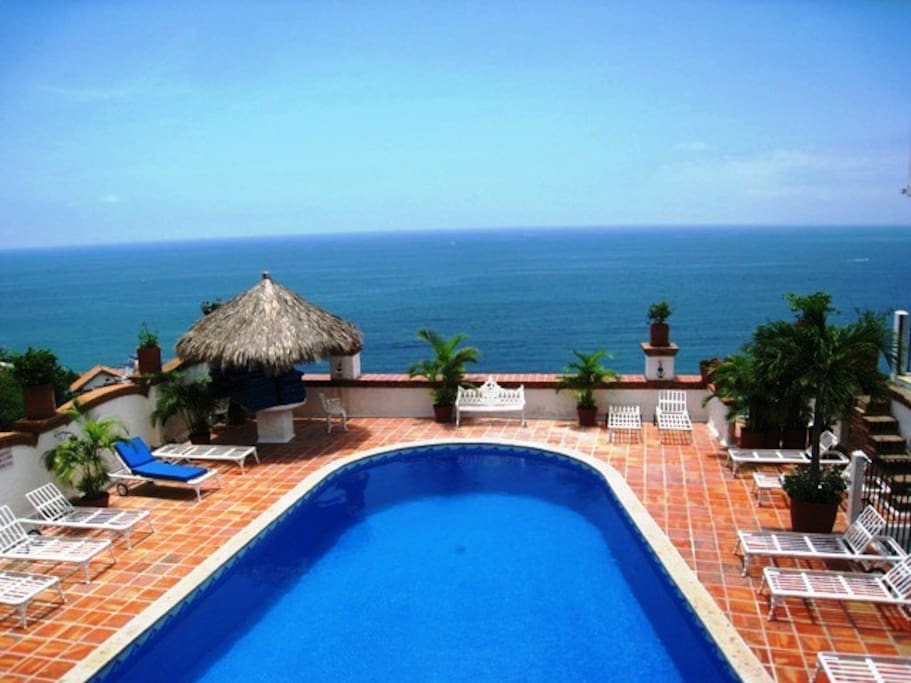 Swimming pool & gorgeous bay view