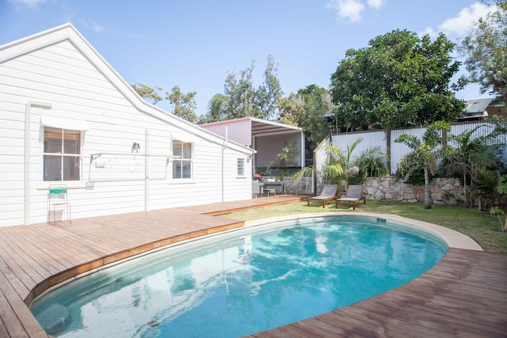 Noosa Junction Cottage - Walk to Hastings/Pet F
