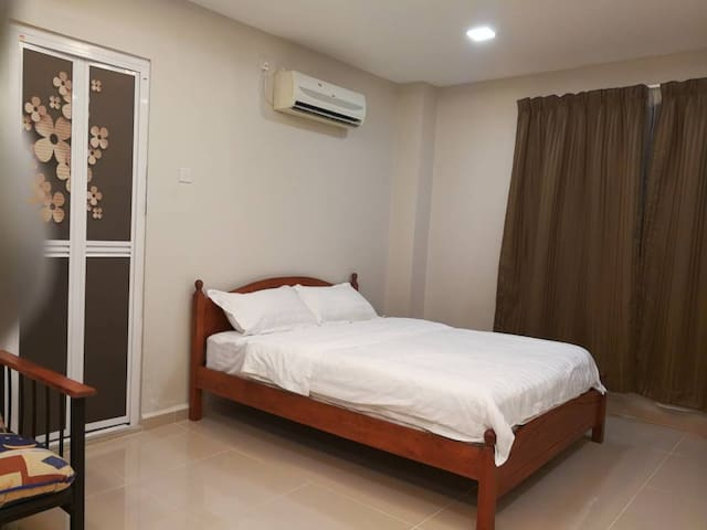1 Queen and 1 Sofa Bed with Private Bathroom