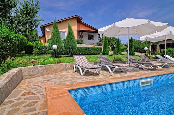 Villa Knox - Sunny Beach area - Bryastovets - Rumah
