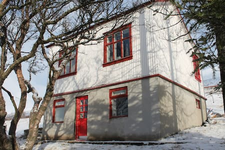 A nice little cottage named Hóll