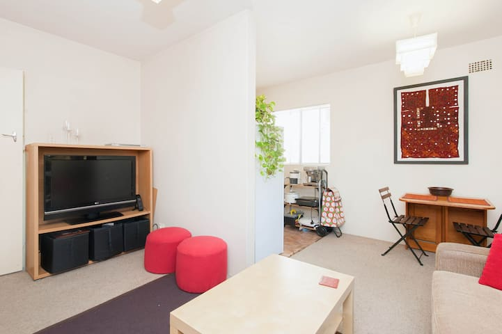 Cosy 1Brm Apt - 12 min train to CBD - Petersham - Apartment