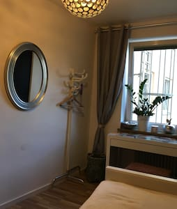 Room close to the city center - Appartement