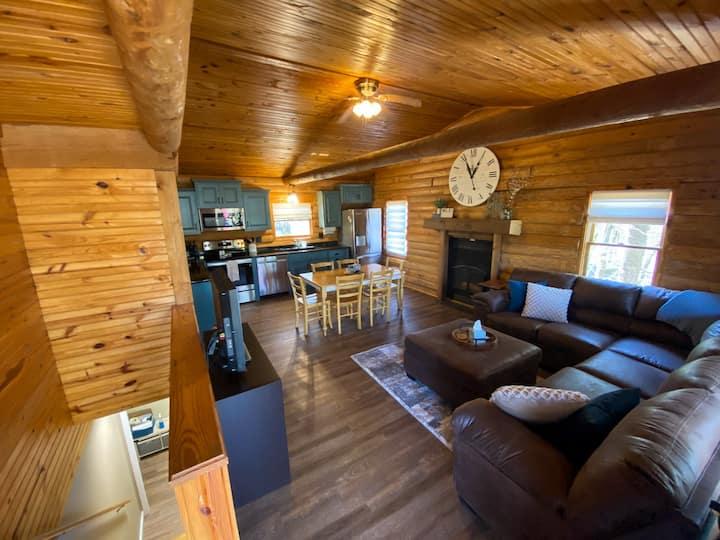 Cozy Lakefront Log Cabin