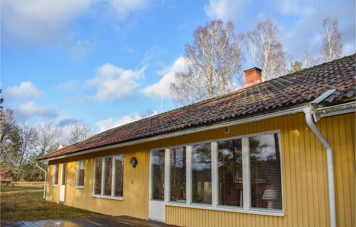Holiday cottage with 3 bedrooms on 136m² in Kisa