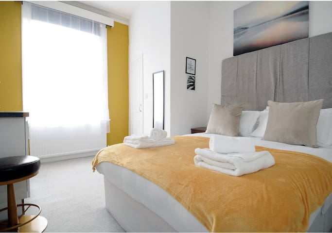 Marine Residence By DJ Suites Room 3 (Double)