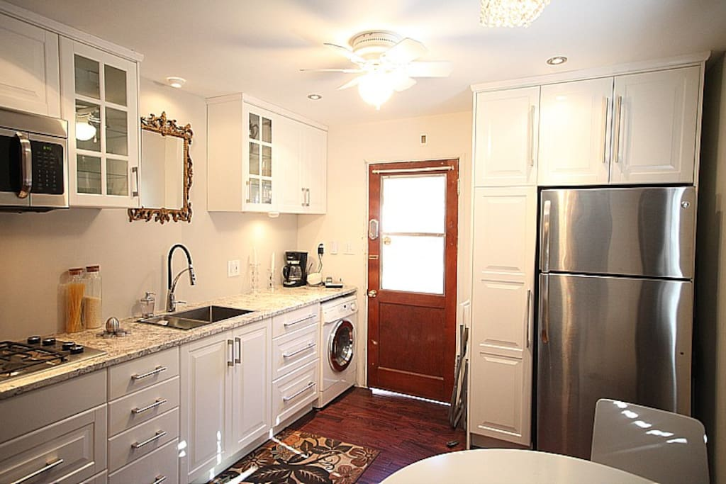 Remodeled kitchen 2013. Gas range, combination convection, microwave oven with vent, all-in-one low water washer and ventless dryer, granite countertops (please do not use cleaning agents on granite). Kitchen has coffee maker, new fridge, juicer, blender,