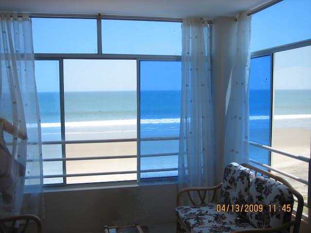 Crucita Beach Front Condo LasGilces - Crucita - Lägenhet