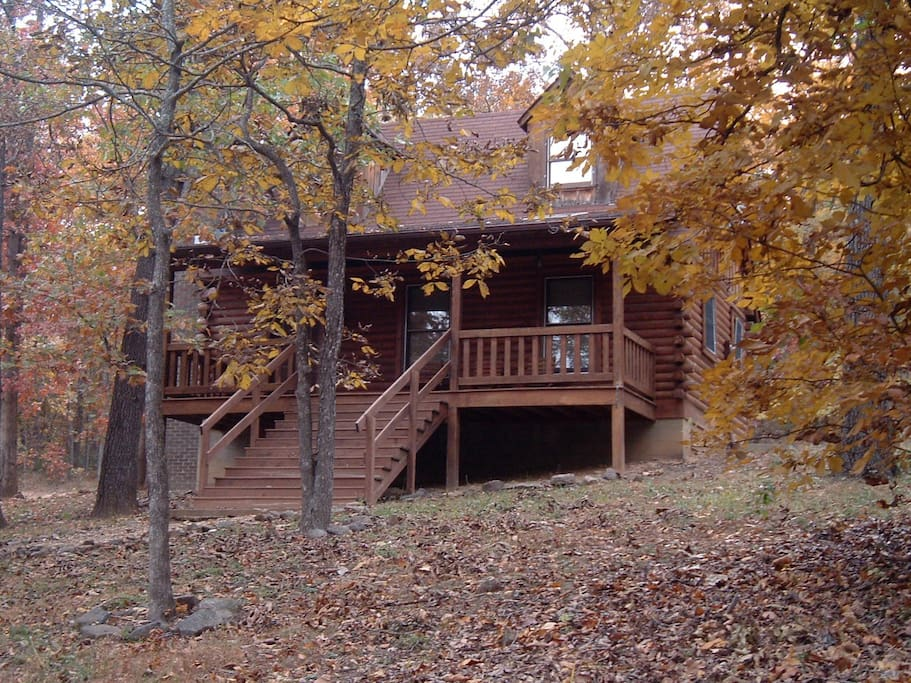 Front view in the fall - there is an entrance around the back that doesn't require climbing steps.