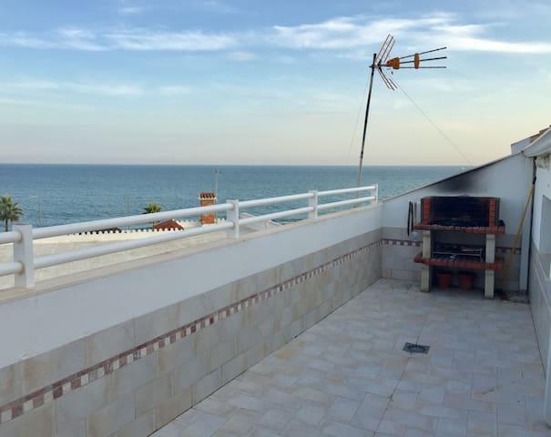Ático en la playa, con fantástica terraza y BBQ - Torremolinos - Autre