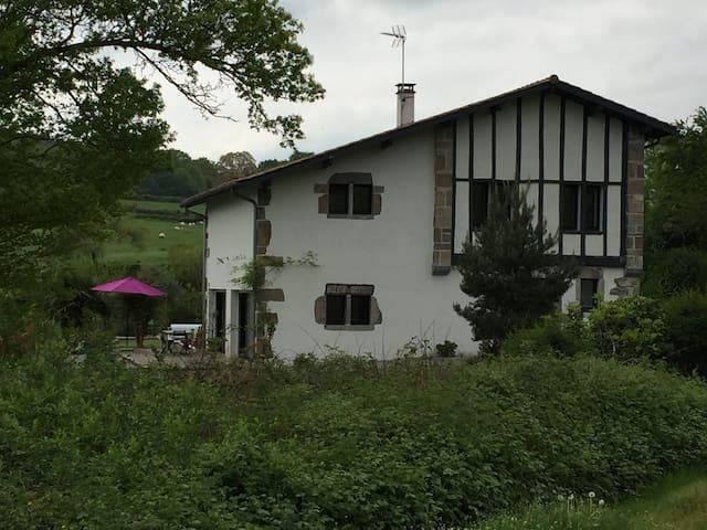 Très belle maison basque, environnement idyllique