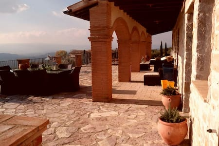 Country house near Todi with unparalleled views - Grutti