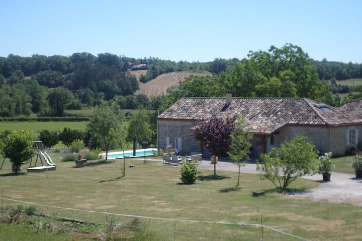 Meublé de tourisme en campagne avec piscine