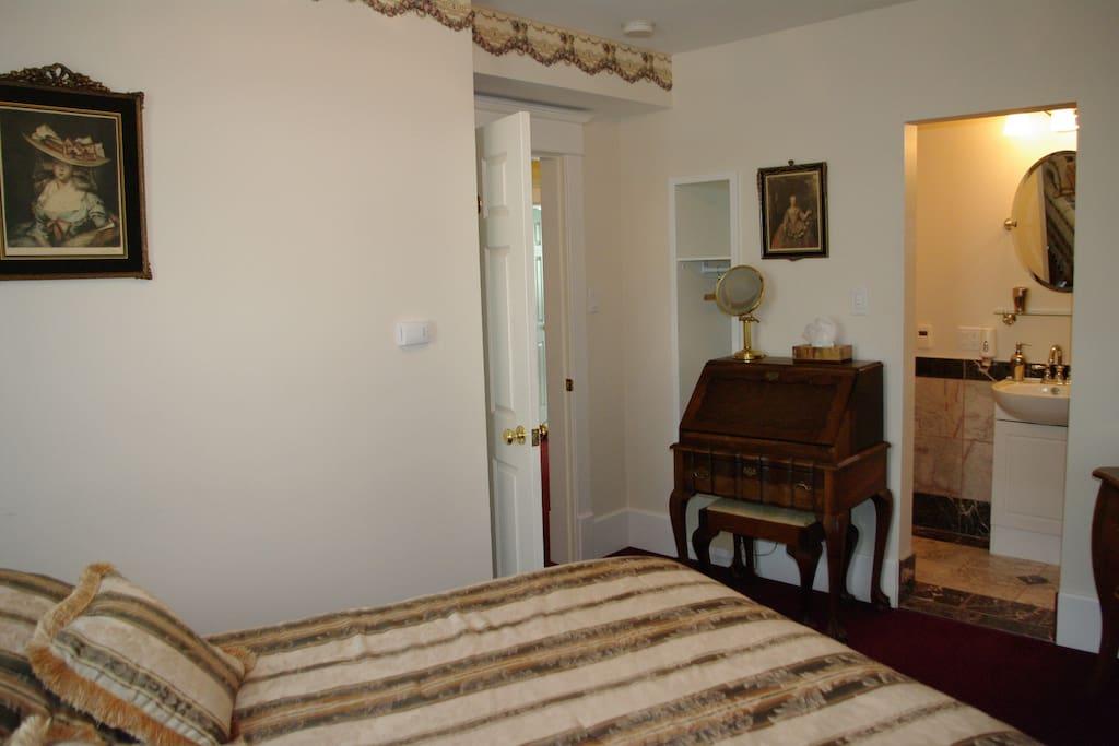 bedroom with queen bed and en-suite marble shower