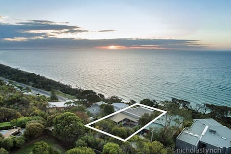 Eden on the Hill | Beach House - Dromana