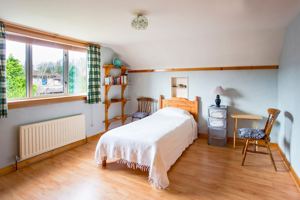 The Arran Room - Either Single or Twin beds - Large room with view to garden
