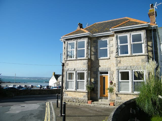 Beach-side house with amazing views - Marazion - Talo