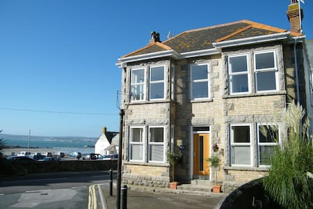 Beach-side house with amazing views - Marazion - บ้าน