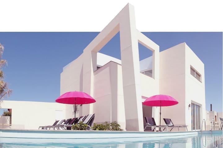 brandew detached villa, heated pool, seaview, wifi