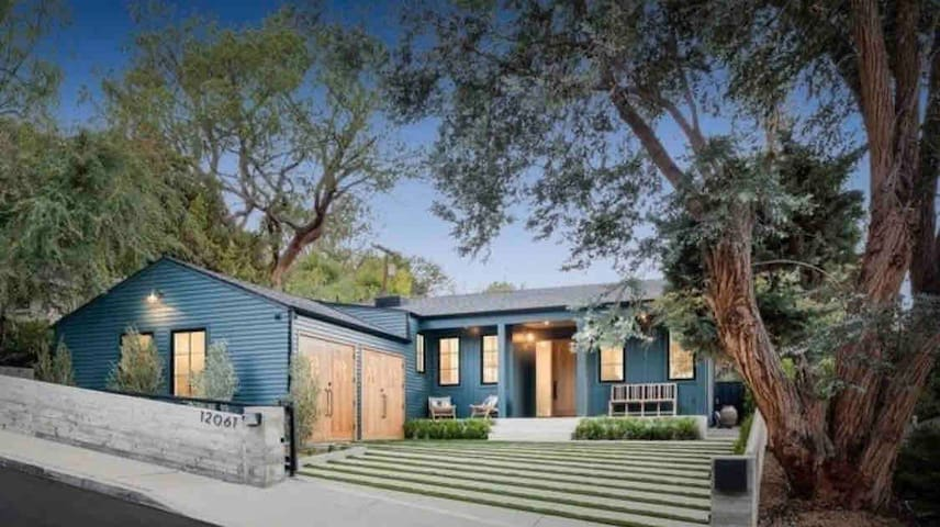 Stunning Family Home In Laurel Canyon