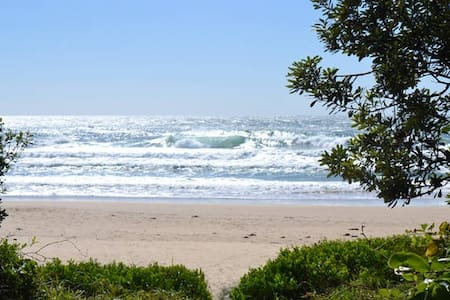 Beachside Paradise. A modern apartment. - Sawtell