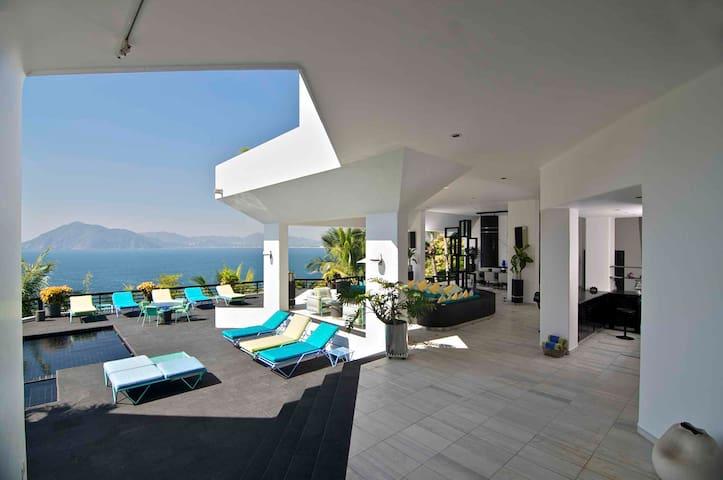 Luxurious Elegant Villa in Mexico