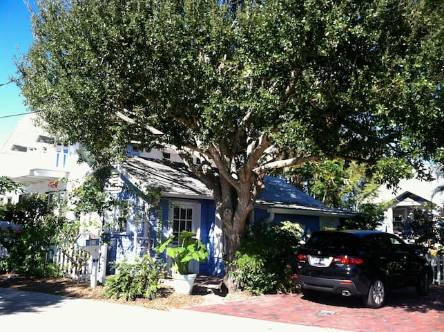 Lovely Cottage - downtown Stuart - with bikes - Stuart - Apartment
