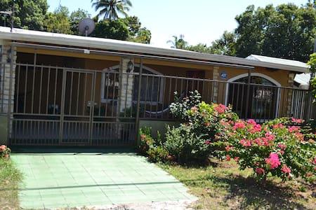 House close to the beach Miramar, - Miramar
