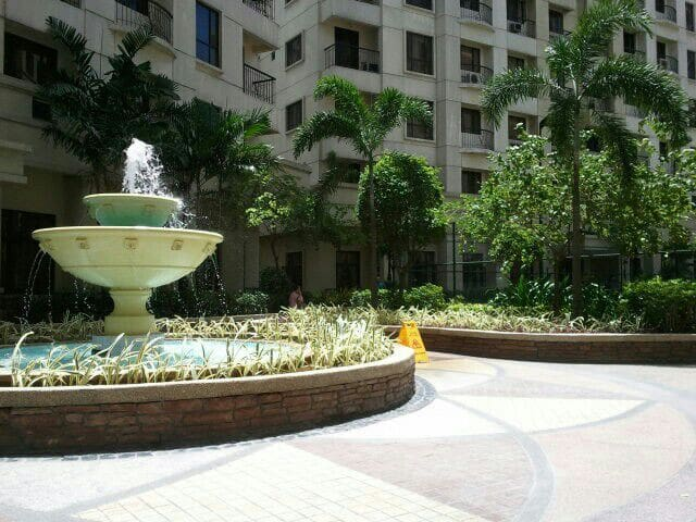 Corner unit. Walk to burgos circle