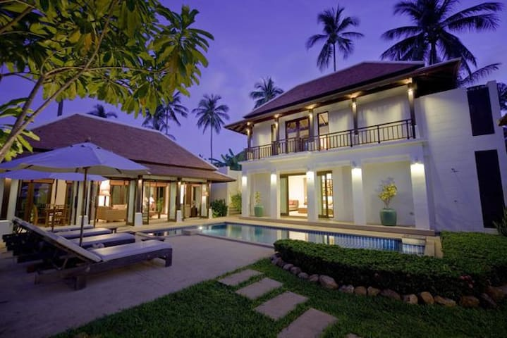 Private villa and pool. Walk to the beach