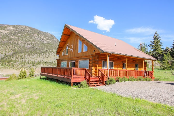 Spacious Log Home 15 min north of Yellowstone Park