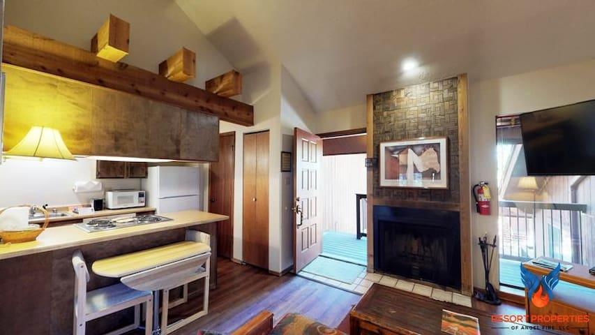 Great access to the ski lifts! Angel FIre Chalet 26