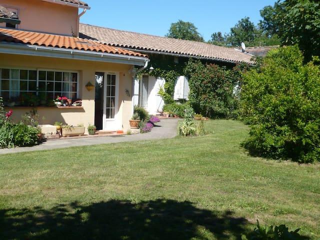 welcome to Alain et Paloma's place - Bérat - Pousada
