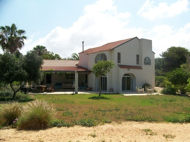 Villa, 2 minutes walk from the sea