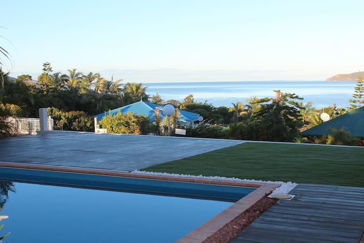Chambres et SdB privées dans villa superbe vue mer