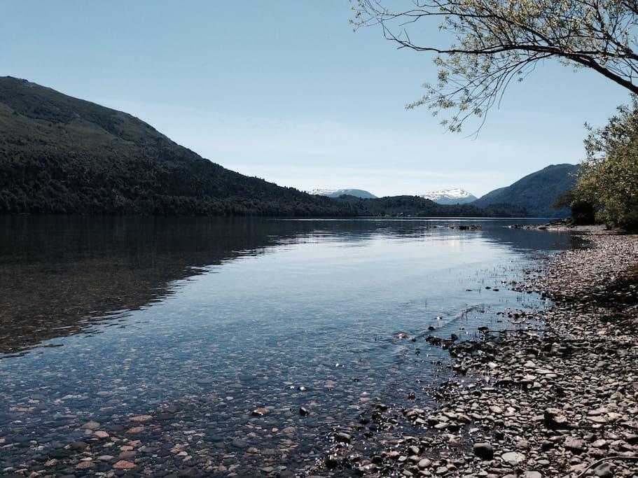 El Lago Lolog, a 5 minutos caminando...